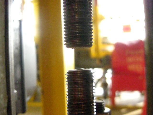 14. Menyetel jarak antara actuator shaft dengan stem